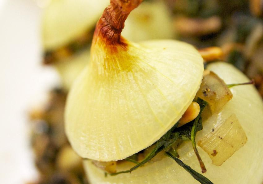 Gevulde uien met cashewnoten en champignons