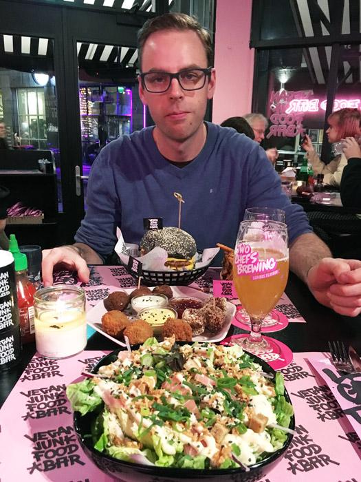 Vegan restaurant in Amsterdam: The Vegan Junkfood Bar