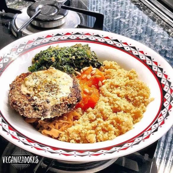 Hambúrguer Vegano de Feijão Preto | Veganizadores