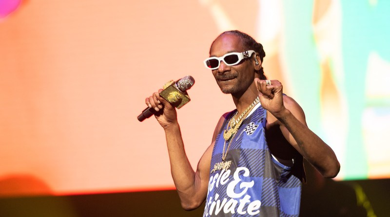 Snoop Dogg is helping to give out over 1 million plant-based vegan Beyond Meat Beyond Burgers to Healthcare workers battling coronavirus.
