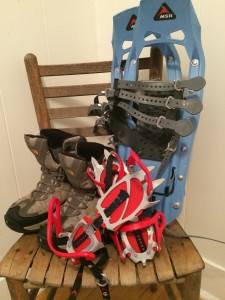 Footwear for winter hikes: boots, snowshoes & crampons