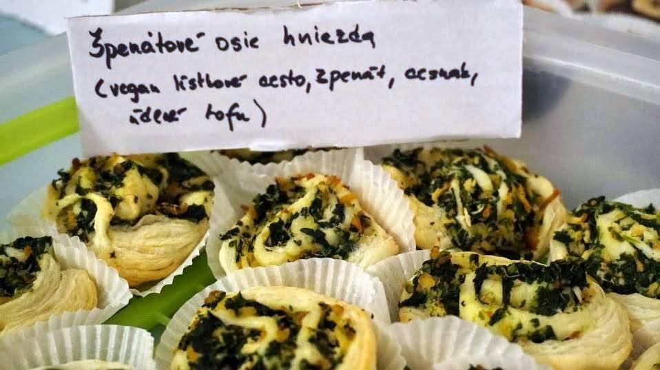 vegansky kolac osie hniezdo spenat