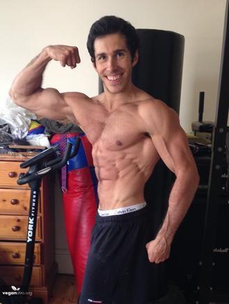 Vegánstvo a bodybuilding – rady a tipy od Maxa Seabrook, fitness trénera a študenta medicíny