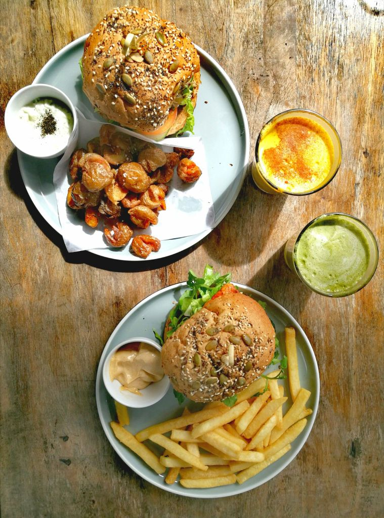 Vegan food in Canggu - 2 burgers with fries