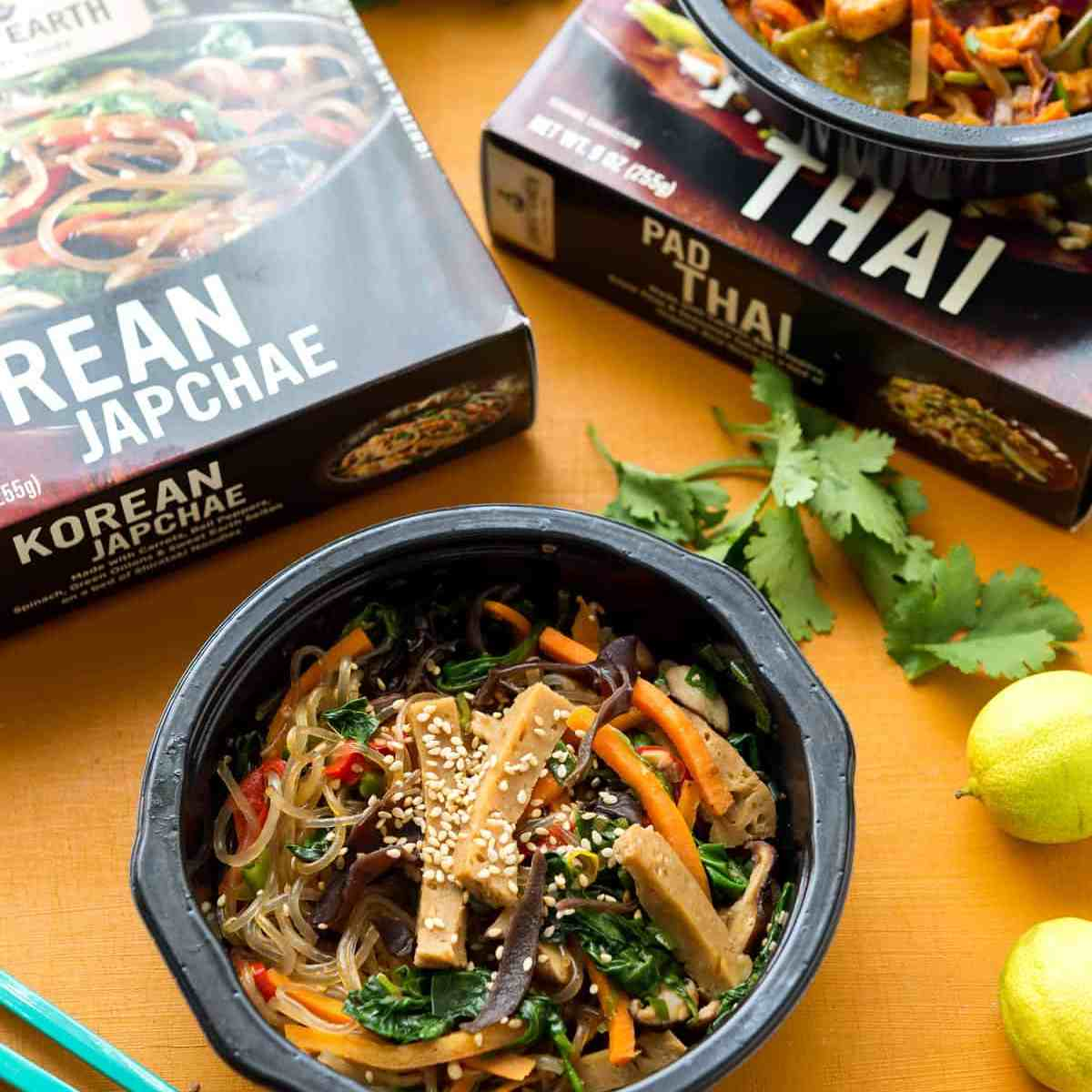Review: Sweet Earth Foods Korean Japchae & Pad Thai, vegan, frozen entrees! Perfect for an utterly delicious, convenient meal. #vegan #sweetearthfoods