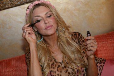 Brandi Glanville Applying Benefit Cosmetics Mascara