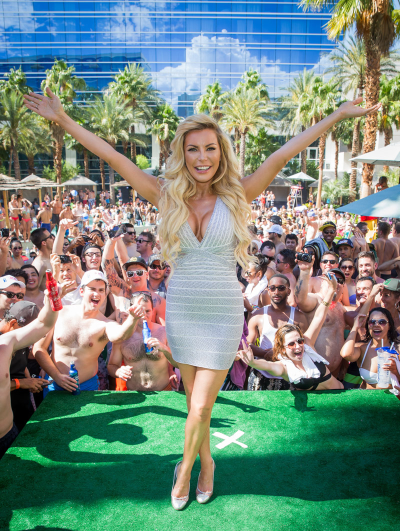 Crystal hefner photos djing at the rehab pool party for Pool show vegas 2015