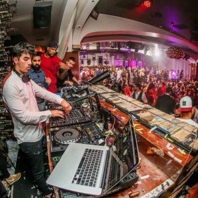 Joe Jonas takes over the DJ booth at Hyde Bellagio