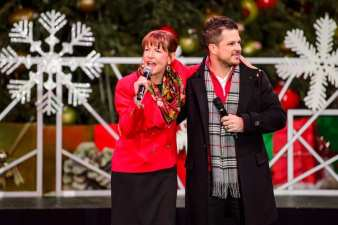 Cynthia Kiser Murphy joins Mark Shunock on stage
