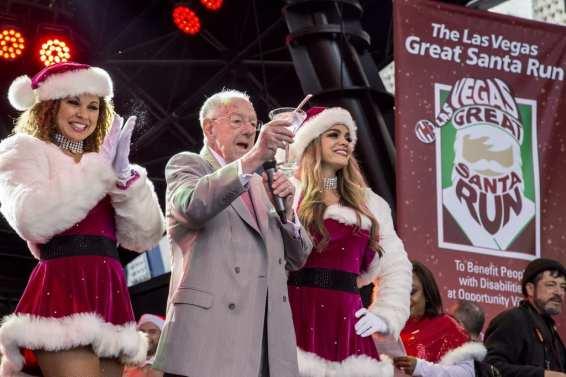 Former Mayor Oscar Goodman greets crowd