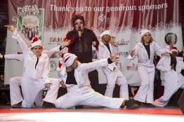 OV Elvi perform for Great Santa Run participants