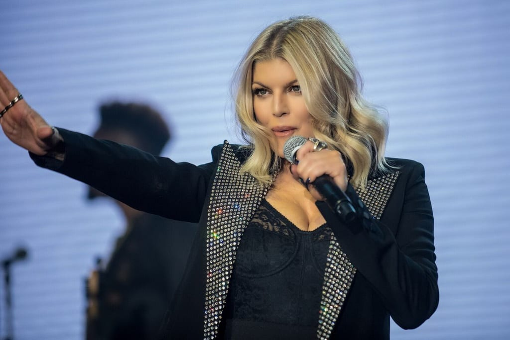 Fergie & Darci Lynne Farmer Perform at Caesars Palace for New Year's Eve 2017