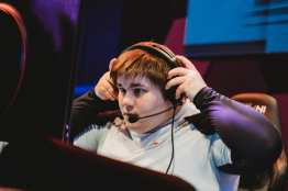 """Michael """"PolarBearMike"""" Heiss of eUnited dons his headset before the Smite match at Esports Arena Las Vegas' grand opening"""