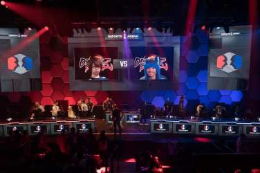 """The anticipation in Esports Arena Las Vegas was palpable before the final show match between Dominique """"SonicFox"""" McLean and Goichi """"Go1"""" Kishida"""