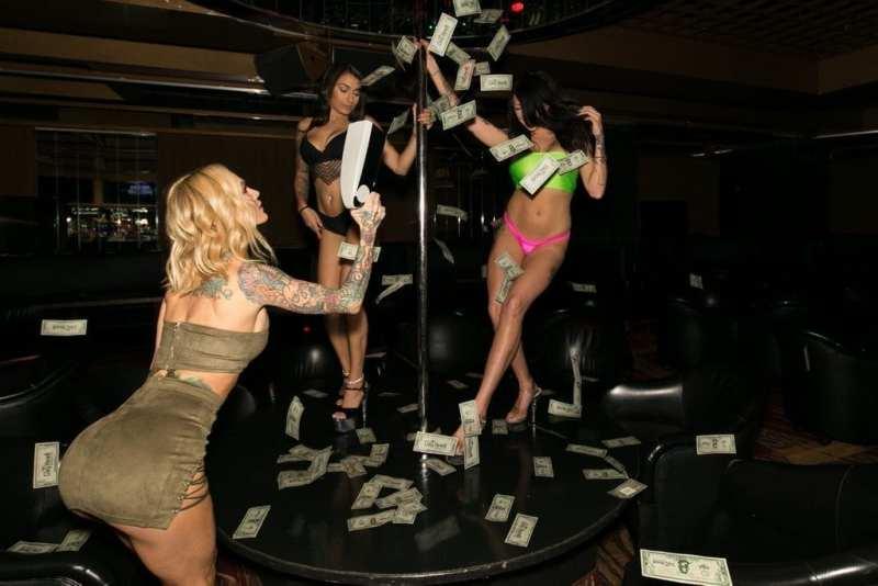 Sarah Jessie Uses Money Gun on Crazy Horse 3 Entertainers