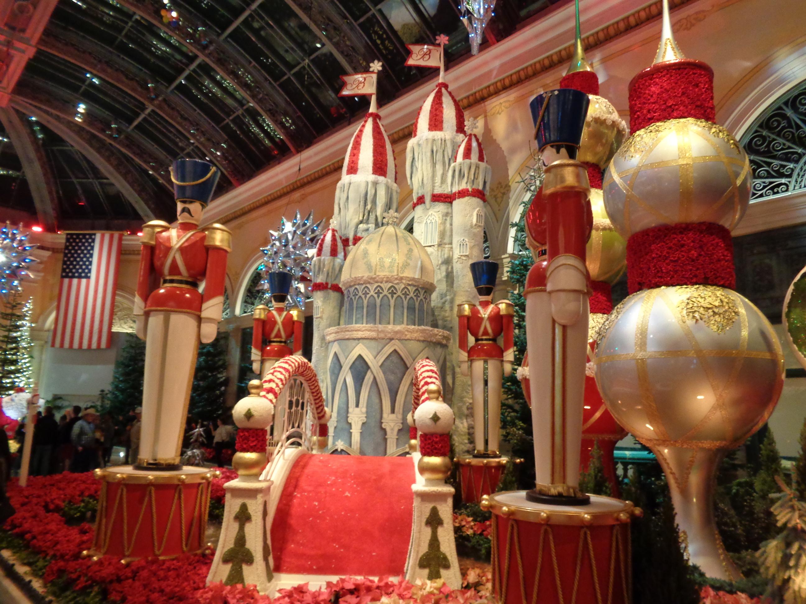 Christmas In Vegas.Las Vegas Holiday Christmas Displays 2018 Vegaschanges