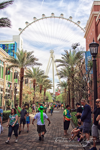 Linq High Roller Wheel viewd from Linq Promenade o St.Patrick.s Day