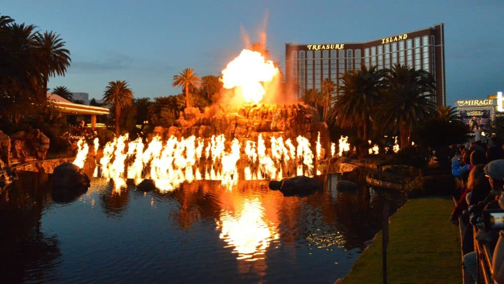 Mirage Volcano Show - Free Shows in Las Vegas