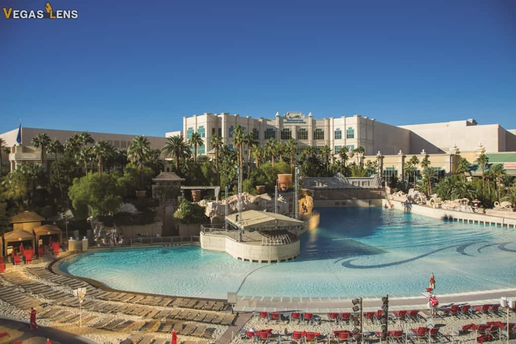 Have a Poolside Party - Las Vegas bachelorette party ideas
