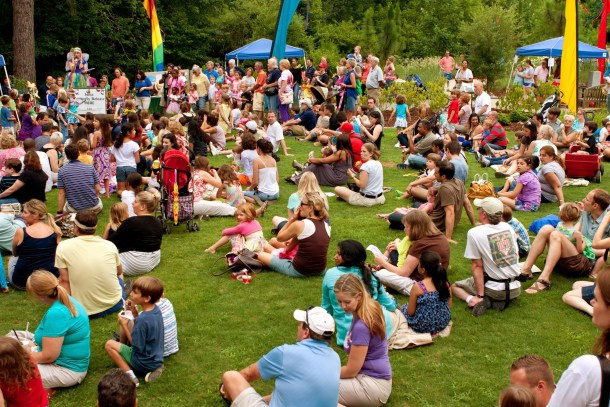 las vegas bluegrass festival people sitting on the lawn in park