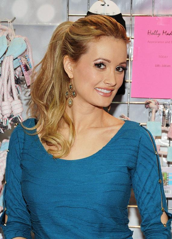 "Holly Madison Launches ""Lucky Pet Products"" at SuperZoo at Mandalay Bay (Day 1 & 2 Photos)"