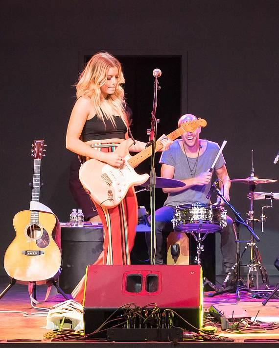 Lindsay Ell Performs at The Foundry at SLS Las Vegas