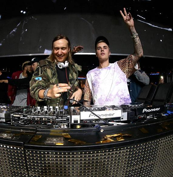 Justin Bieber hangs out with David Guetta and more at XS Nightclub