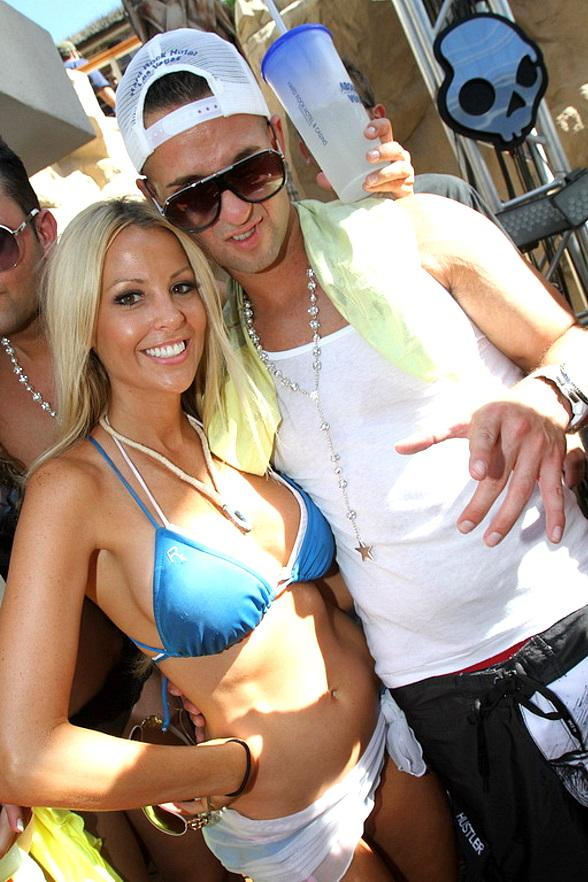 """Mike """"The Situation"""" Sorrentino shows abs at REHAB"""