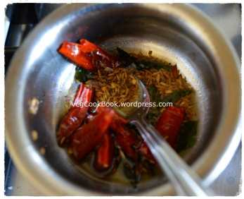 'Ingredients for tempering' sauteed in a small pan