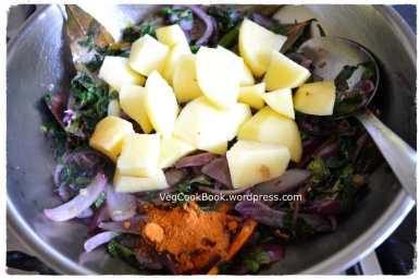 Potato cubes,elachi powder and garam masala powder added to the pan