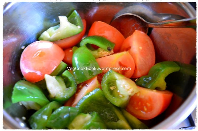 Capsicum or Bell Pepper & tomato chutney / pachchadi. Quick, Easy, instant Dip with very few ingredeints. condiment for any South Indian breakfast.