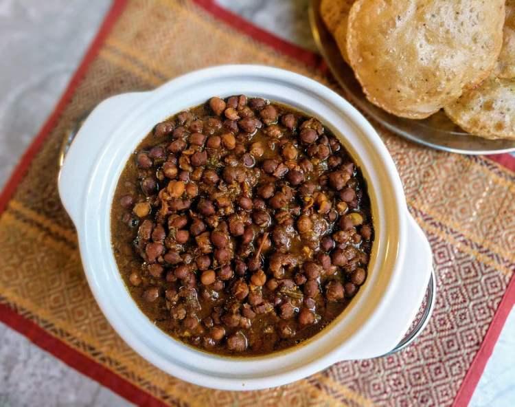 Kala Chana Masala Recipe | Black Chickpea Curry | VegeCravings