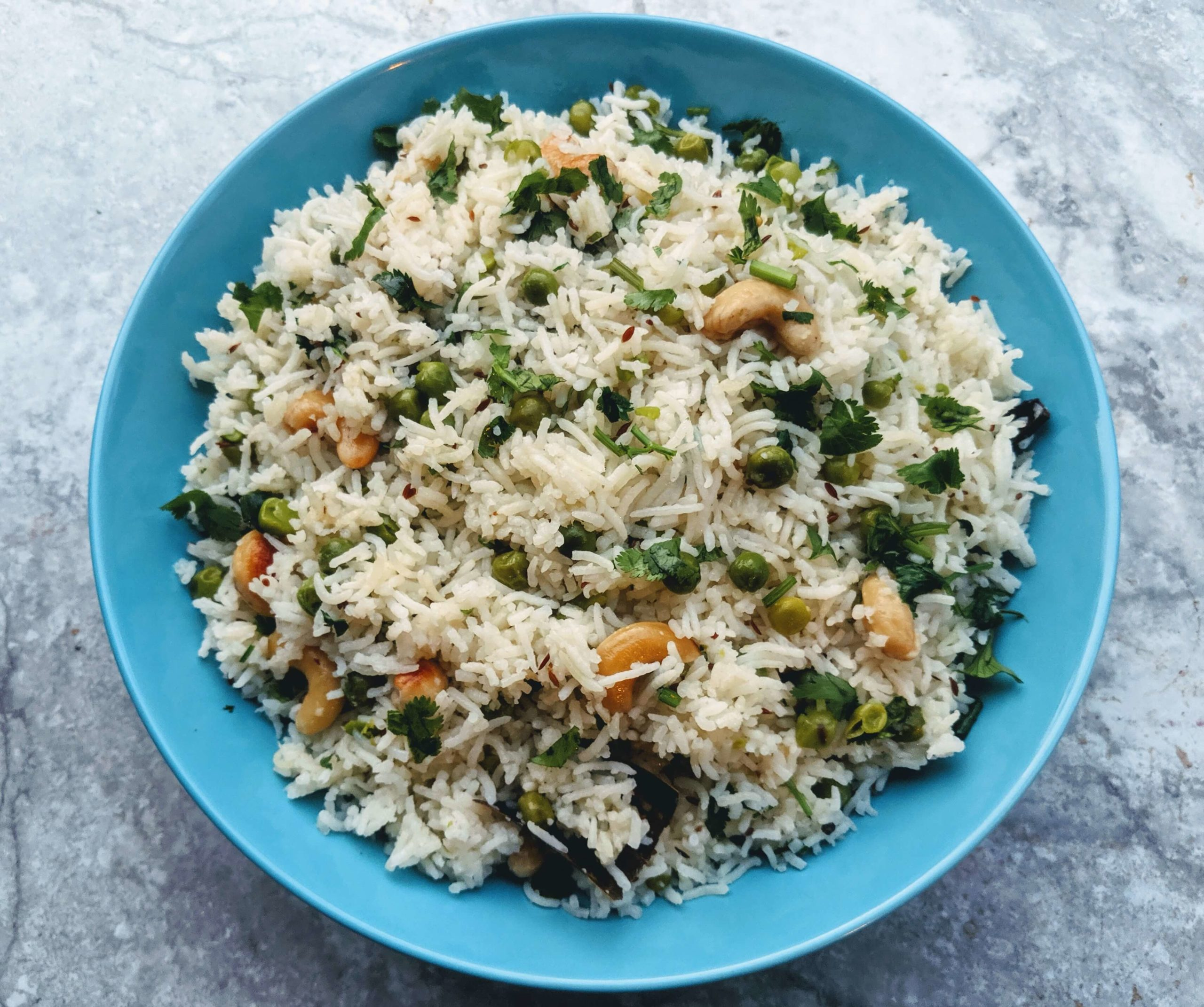 Peas Pulao or Matar Pulao is a flavorful one-pot Indian rice dish made with fresh peas & rice cooked along with various aromatic spices.