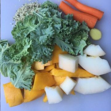 Mangoa, melonia, lehtikaalia, porkkanaa, inkivääriä ja hamppua.
