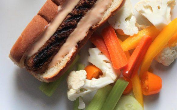 Hot dog avec saucisses de pvt et sauce à big mac maison