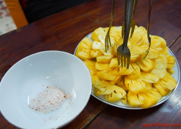 Pineapple with salt and chilli