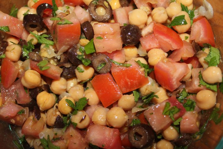 Chick pea salad recipe by Vegetarian Atlas.