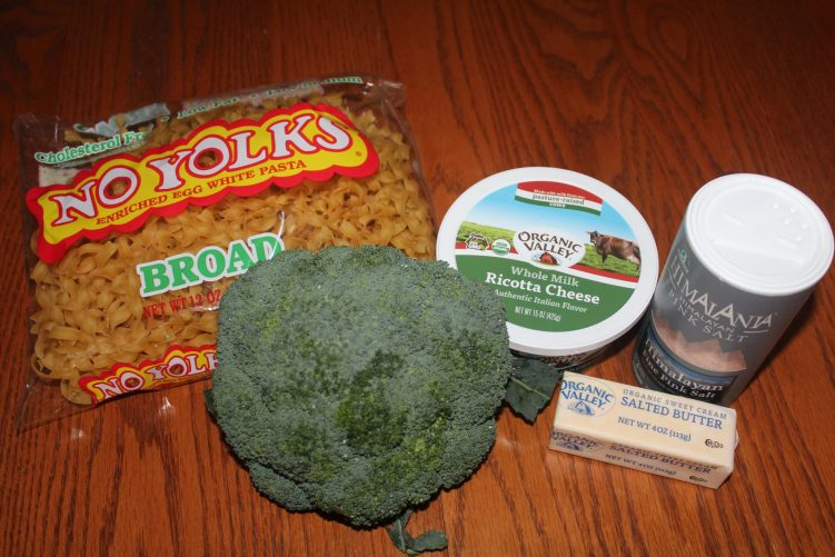Ingredients for egg noodles with ricotta and broccoli