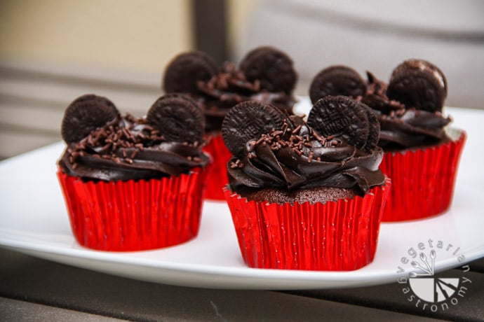 Mickey Mouse Cupcakes Contains Gluten Contains Dairy