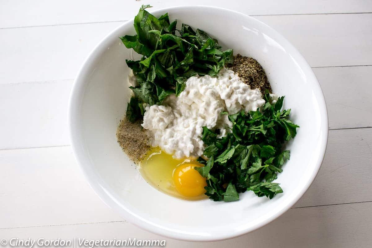 bowl of spinach mushroom lasagna ingredients