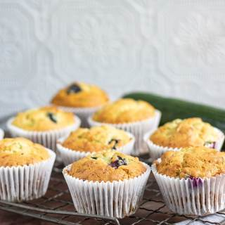 Courgette (zucchini) Blueberry Yogurt Muffins | Veggie Desserts Blog