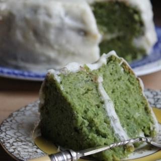 Kale cake! Kale and Apple Cake with Apple Icing. You can't taste the kale. | Veggie Desserts Blog