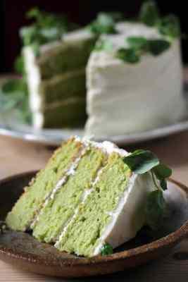 Sweet Pea and Vanilla Cake with Lemon Icing | Veggie Desserts