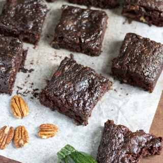 Chocolate, Courgette (zucchini) and Pecan Brownies (vegan) | Veggie Desserts