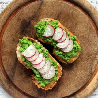 Crushed Minted Peas on Toast with Radishes