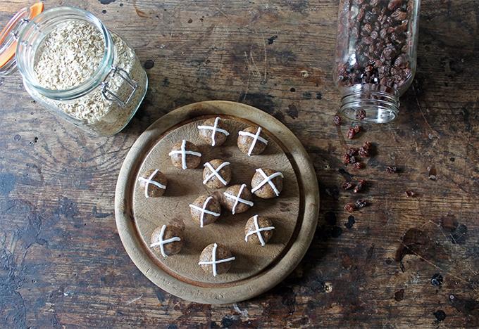 Hot Cross Balls | Vegan and Gluten Free Easter | Veggie Desserts Blog