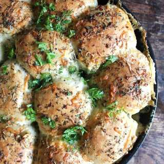 Cheesy Garlic and Herb Skillet Rolls