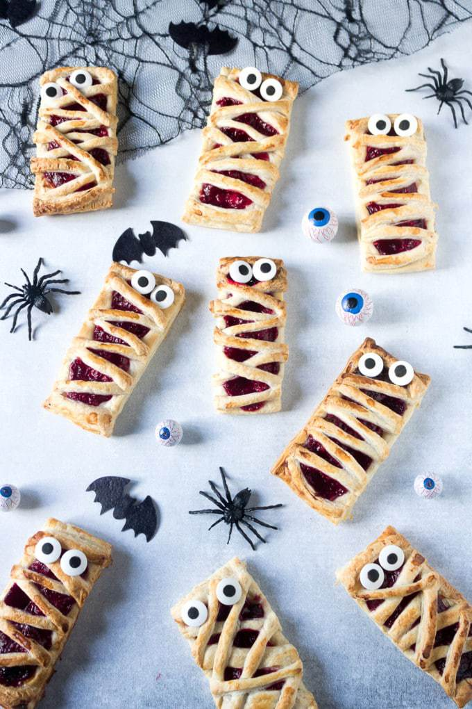 Easy Halloween Treats for School Make these quick and easy raspberry hand pies for halloween. They're a great way to get kids cooking. Make the filling with fresh or frozen raspberries, or just use raspberry jam for a 3-ingredient halloween treat!
