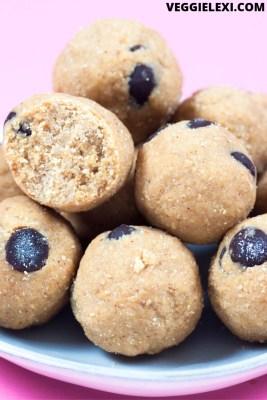 Delicious cookie dough energy balls make the perfect vegan and gluten free snack! #veggielexi #veganrecipes #glutenfreerecipes #energybites #energyballs - by Veggie Lexi