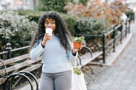 Learn all about the best diet and foods for Endometriosis. While there isn't one diet that will cure endometriosis, there are many foods we know can help with symptoms and endometriosis pain. Read on to find the best foods to eat for endometriosis.